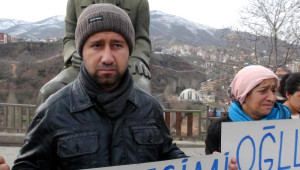 Oğlu PKK'ya Katılan Anne 6 Çocuğuyla Açılık Grevi Başlattı