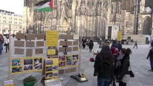 Köln Katedrali Önünde Aylardır İsrail'i Protesto Ediyor