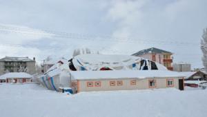 Aşırı Kar Yağışına Dayanamayan Halı Saha Çöktü