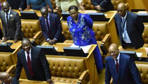 Güney Afrika Meclisinde Muhalefeti Tekme Tokat Dışarı Attılar