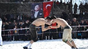 Artvin'de Kar Üstü Karakucak Güreşleri Yapıldı