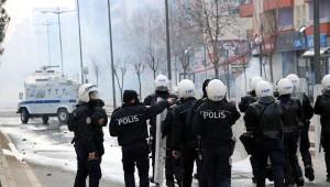 Güneydoğu'da Bir Çok İlde Öcalan İçin Kepenk Kapatıldı (2)