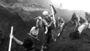 Madenciler Yüksek Teknoloji İçin Ölüme Yürüyorlar