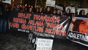 Bitlis'te Kadınlardan 'Özgecan' İçin Meşaleli ve Siyah Tabutlu Yürüyüş