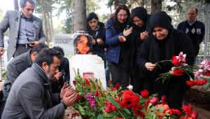 Özgecan'ın Anne ve Babası İlk Kez Mezarlıkta; 'Rabbim Seni Kendisi İçin Yaratmış'