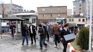Şırnak'ta Hdp ve Dbp'liler Gözaltı Protestosu