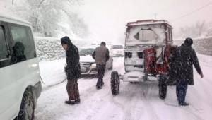 Jandarma Ekiplerinden Yolda Kalan Sürücülere Yardım