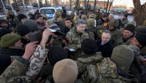 Ukrayna Liderinden Geri Çekilen Askerlere Moral Ziyareti
