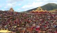 Çin'in Yamaçlara Kurulu Evleri