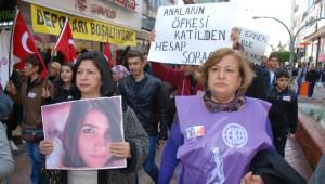 Özgecan Aslan'ın Kuzenleri İskenderun'da 'Kadına Şiddete Hayır' Yürüyüşüne Katıldılar