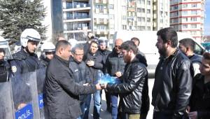 Öğrenci Kolektifi Üyeleri Vali Tuna'ya Yumurta Gönderdi