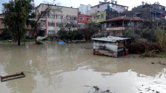 Hatay'da Sağanak Yağmur Hayatı Olumsuz Etkiledi