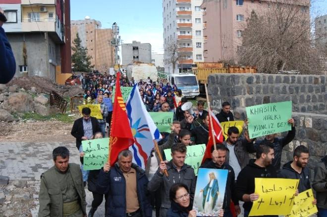 İdil'deki Süryaniler Işid Saldırılarını Protesto Etti