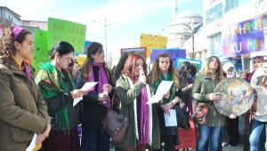 Yüksekova'da Kadınlardan Tefli Yürüyüş