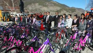 Afyonkarahisar'dan Gönderilen Bisikletler Posoflu Çocukları Sevindirdi