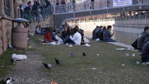 Eskişehir'de Gençler Yeşil Alanı Çöplüğe Çevirdi
