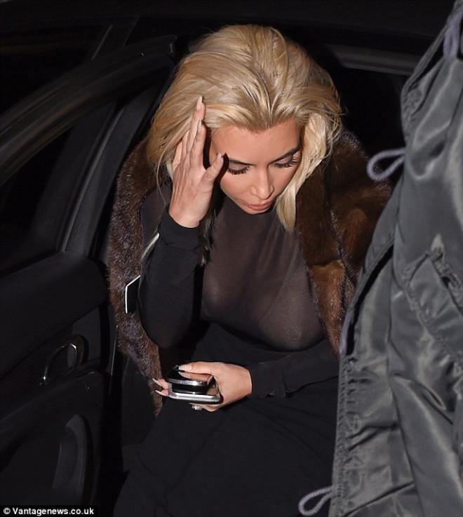 Kim Kardashian'dan Olay Göğüs Frikiği