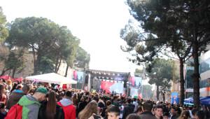 Arnavutluk'ta 'Bahar Günü' Kutlanıyor