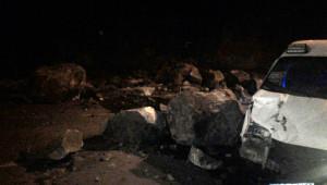 Trabzon-Samsun Karayolu Heyelan Nedeniyle Trafiğe Kapandı