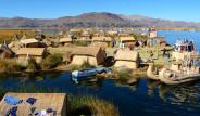 Uros Kabilesi Gölün Üzerindeki Adalarda Yaşıyor