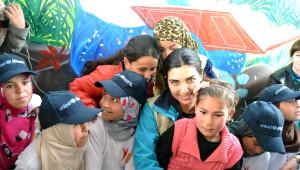 Tuba Büyüküstün: Savaştan Kaçan Çocuklara Sahip Çıkalım