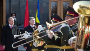 Poroşenko, Erdoğan'ı Askeri Törenle Karşılandı