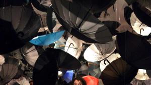 Dekanın 700 Şemsiyeli Sergisinde Uzaya Gönderme