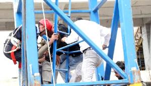 Stadyum İnşaatında Çalışan İşçiler Vince Çıktı