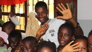 Gine'nin Reggae Yıldızı, Time To Help Gönüllüsü Oldu