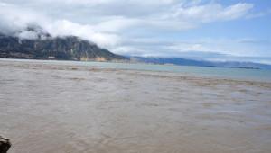 Eğirdir Gölü'nü, Derelerden Akan Kirli Su ve Atıklar Kirletiyor
