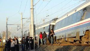 İzmir'de Yolcu Treni Raydan Çıktı
