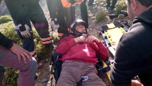 Yamaç Paraşütü Yaparken Kayalıklara Çakıldı