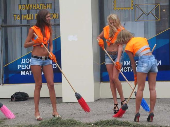 Ukrayna'nın Yürek Hoplatan Kadın Temizlikçileri