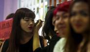 Tayland'da Kızlarda Askerlik Yapıyor