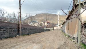 Adilcevaz'da Yol Yapım Çalışmaları Başladı