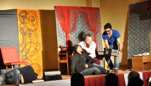 Eleşkirt'te 'Pembe Aslında Siyahtır' Oyunu