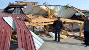 Ahlat'ta Rüzgar Çatıları Uçurdu