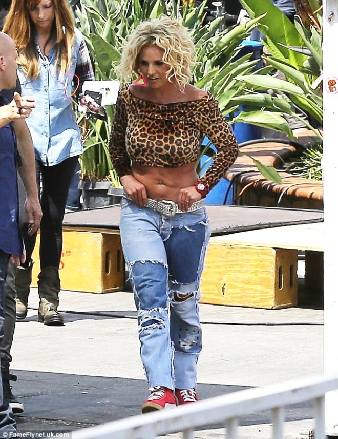 Britney Spears'ın Sarkık Göbeği Şoke Etti