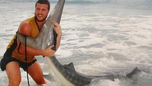 4 Metre Uzunluğunda Bir Köpek Balığı Yakaladı