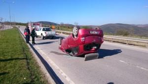 Takla Atan Otomobil 100 Metre Sürüklendi: 6 Yaralı