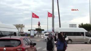 İskenderun'da Yıldızsız Türk Bayrağı Tepki Çekti