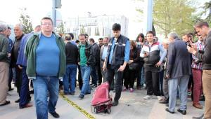 Yol Kenarına Bırakılan Çanta Bomba Paniğine Neden Oldu