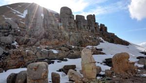 Nemrut Dağı'nda Sezonun İlk Turistlerine Davullu-zurnalı Karşılama