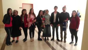 Ülkü Ocakları Bayanlar Birimi Karanfil Dağıttı