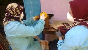 12 Kadın Ürettikleri Ahşap Hediyelik Eşyaları Uzungöl'de Satıyor