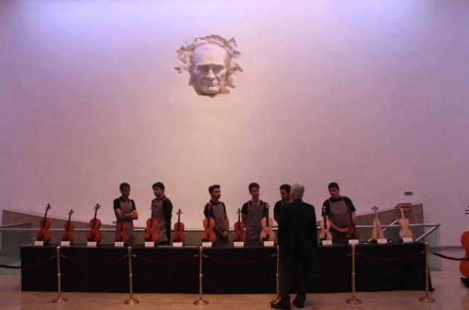 Bülent Ecevit Üniversitesi Öğrencilerinin Çalgı Yapım Sergisi Başkent'te Açıldı