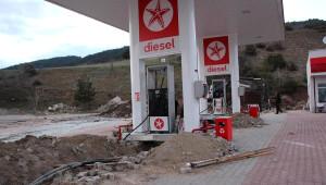 Kaçak Akaryakıt İstasyonunun Altından 190 Tonluk Tanker Çıktı