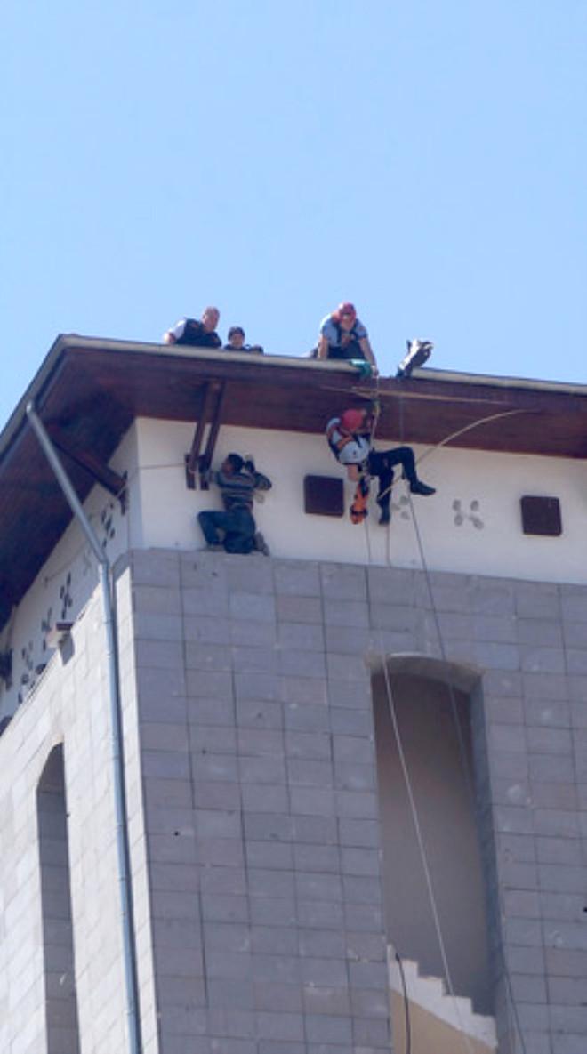 Kulede Mahsur Kalan Boya İşçisi İtfaiyenin Başarılı Operasyonuyla Kurtarıldı