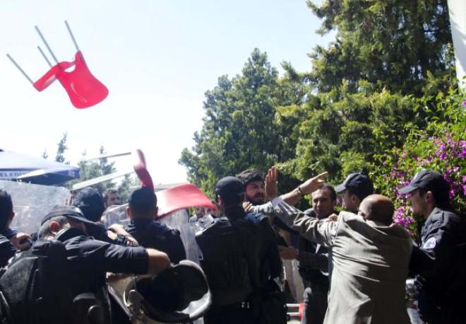 Mersin Üniversitesi'nde Öğrenciler Kavga Etti: 4 Yaralı