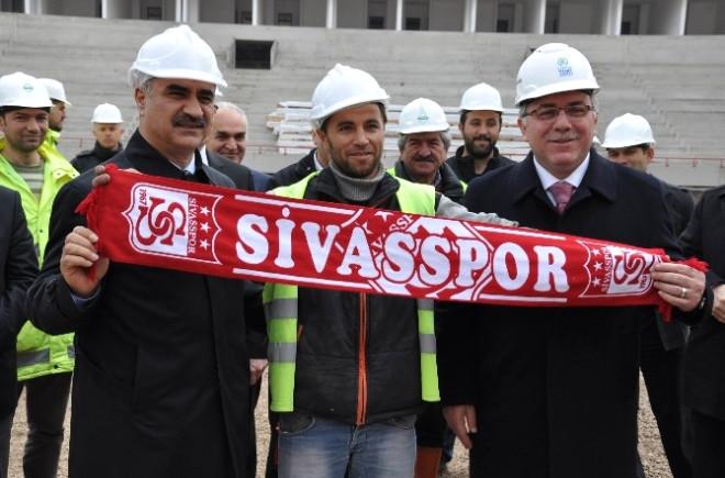 TOKİ Başkanı Turan, Türkiye'nin İlk 'Ekolojik Stadı' İnceledi
